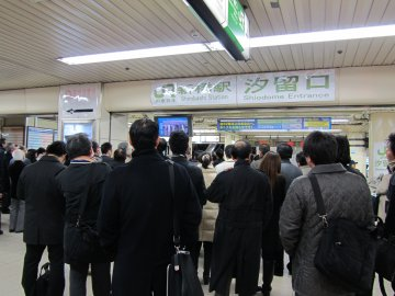 新橋駅の様子